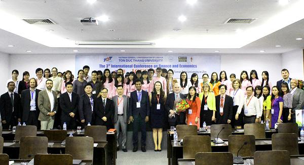 ... mà còn là cơ hội để giảng viên, sinh viên Trường đại học Tôn Đức Thắng được tiếp cận các nguồn kiến thức mới của thế giới về Kế toán, Tài chính và Quản trị