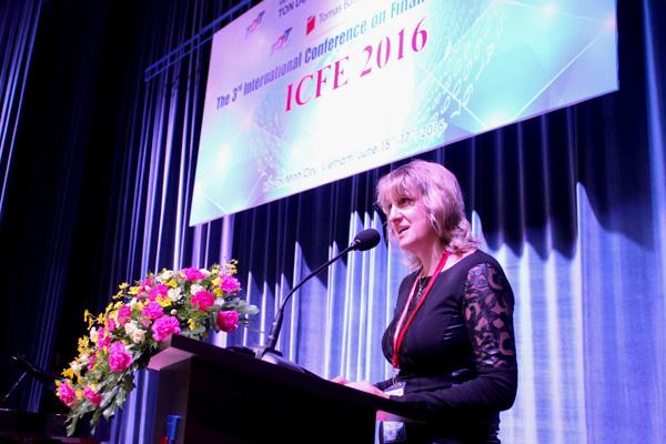 GS. Drahomíra Pavelková, Phó hiệu trưởng Trường đại học Tomas Bata in Zlín, Chủ tịch Hội thảo ICFE 2016 phát biểu lại Lễ khai mạc