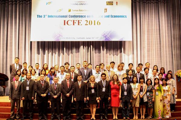 Đại biểu tham dự Hội thảo chụp hình lưu niệm tại Lễ Khai mạc ICFE 2016